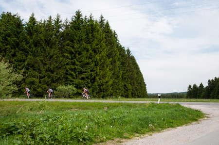 Radfahren in den Bergen von Harz in Deutschland Standard-Bild - 96054624