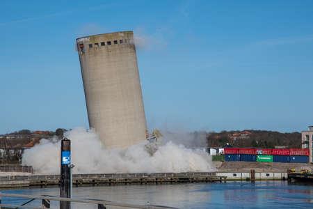Vordingborg Denmark - April 6. 2018: Demolition of a silo ends badly as the silo falls in the wrong direction, silo falling in wrong direction Фото со стока - 106465792
