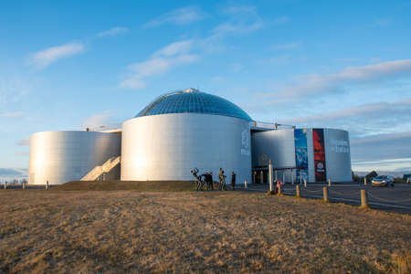 Reykjavik Iceland - Oktober 26. 2018: Perlan, old tanks for hot water with a museum and Restaurant 報道画像