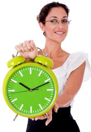 woman clock: Womanshowing de negocios de j�venes de reloj de un color verde sobre fondo blanco aislado