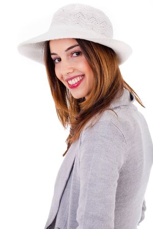 side pose: Lado plantean de un modelo de joven sonriente sobre un fondo blanco