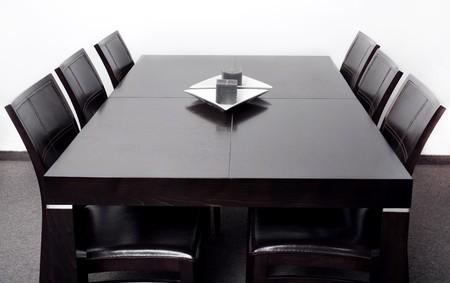tavolo da pranzo: Nuovo elegante tavolo da pranzo moderno con set di sei sedia Archivio Fotografico