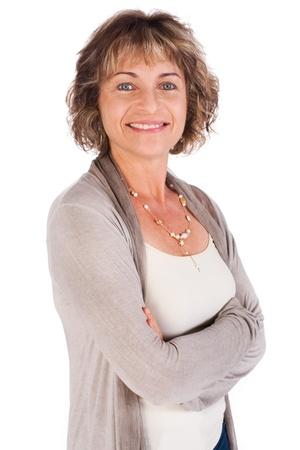 personnes �g�es: Femme s�duisante de senior avec bras repli�s isol� sur fond blanc...