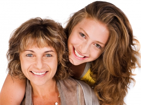 Close-up of smiling elder mum and daughter facing camera... Banque d'images