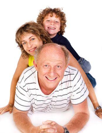 Abuelo tirado en el piso con nieto aislado sobre fondo blanco... Foto de archivo - 9796453