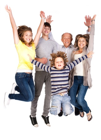 springende mensen: Jumping gezin plezier, genieten van binnenshuis.