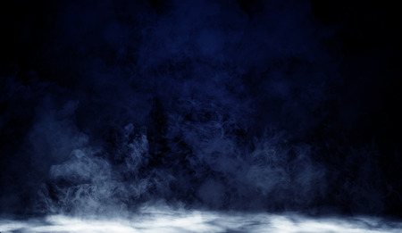 Blue fog or smoke isolated special effect on the floor. White cloudiness, mist or smog background 免版税图像