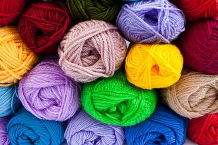 wool fiber: imagen de coloridas bolas de hilo de diferentes Foto de archivo