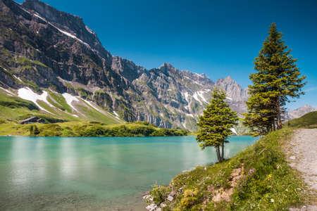Vallée Alpes avec Truebsee lac sous Titlis dans les Alpes suisses, Engelberg, Suisse centrale Banque d'images - 30311143