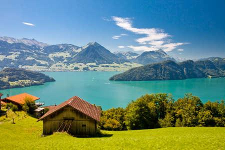 Belle vue sur le lac de Lucerne - Vierwaldstattersee et la montagne Pilatus de Rigi, Alpes suisses, Suisse Centrale Banque d'images - 32445514