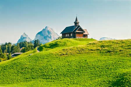 Wooden church in Swiss Alps, Stoos, Mythen region, Switzerland 免版税图像