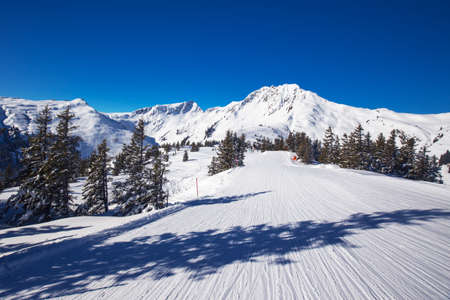 wildkogel austria: View to Alpine mountains surrounded by fog and ski slopes in Austria from Kitzbuehel ski resort with 54 cable cars, 170 km prepared skiing slopes and place of famous hahnenkamm races, Tyrol, Austria Stock Photo