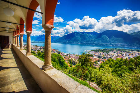 Beautiful view to Locarno city, lake Maggiore (Lago Maggiore) and Swiss Alps from Madonna del Sasso Church in Ticino, Switzerland. 免版税图像