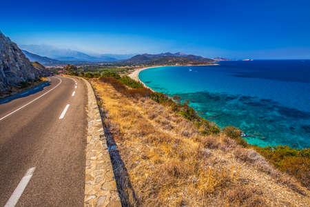 Belle vue de Plage de Lozari près de Lile Rousse, Corse, France, Europe. Banque d'images - 64132497