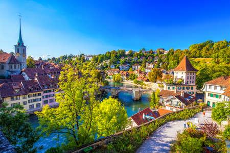 Vue de la vieille ville de Berne avec la rivière Aare. Berne est la capitale de la Suisse et la quatrième ville la plus peuplée de Suisse.