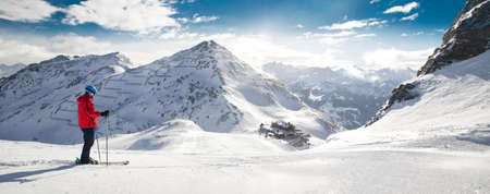 Man skiing on the prepared slope with fresh new powder snow in Alps 版權商用圖片 - 75911326