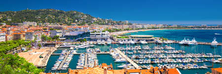 Coastline view on french riviera with yachts in Cannes city center, Frence, Europa 版權商用圖片