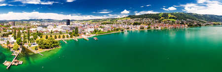 Aerial view of Zug old town with colorful houses, Zugersee and Rigi mountain, Zug, Switzerland, Europe. Standard-Bild