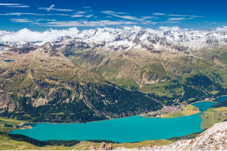 Stunning view of Silsersee, Silvaplanersee, Engadin and Maloja from Corvatsch mountain, Switzerland, Europe. Banque d'images - 121475953