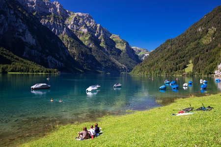 Klontalersee (Lake Klontal) in Swiss Alps, Glarus, Switzerland, Europe. 新聞圖片