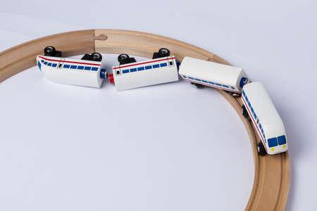 entgleisen Holzeisenbahn in Draufsicht horizontale Bild Lizenzfreie Bilder