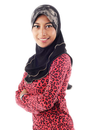 femmes muslim: Belle jeune sourire des femmes musulmanes � la fois avec la main pr�s du corps isol� sur fond blanc Banque d'images