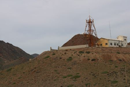 Meteorological station on top of a mountain with little vegetation 版權商用圖片