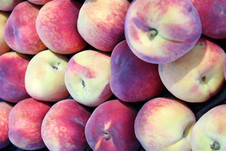 Fresh and sweet red peach at market stall 写真素材 - 123663886
