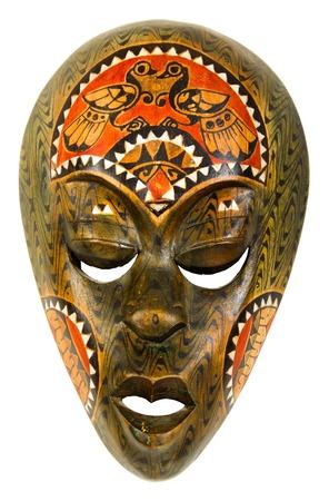 ilustraciones africanas: vieja máscara africana de madera sobre un fondo blanco