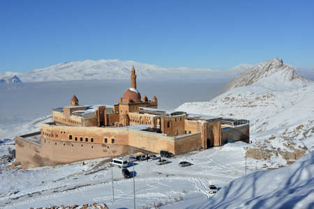 agri: Ishak Pasha castle is situated against the white mountains background. The Ishak Pasha palace is located in the Dogubeyazit district of Agri province of eastern Turkey. Editorial