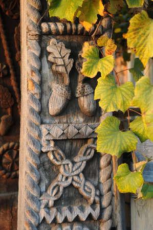 tallado en madera: Hermosa parte talla de madera de la puerta Foto de archivo