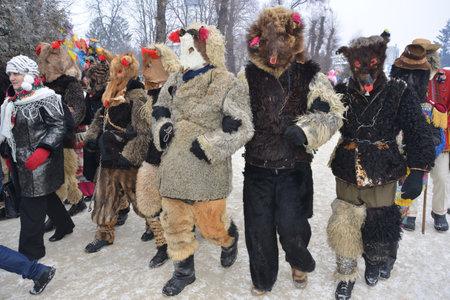 Vashkivtsi, Chernivtsi Oblast, Ukraine - 14.01.2013: People disguised as bears during a festive procession to celebrate Malanka. Stock Photo - 161603521