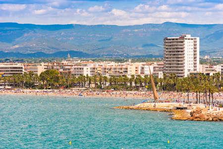 海岸コスタ ・ ドラーダ カタルーニャ タラゴナ、サロウにメイン ・ ビーチコピーのテキストのための領域