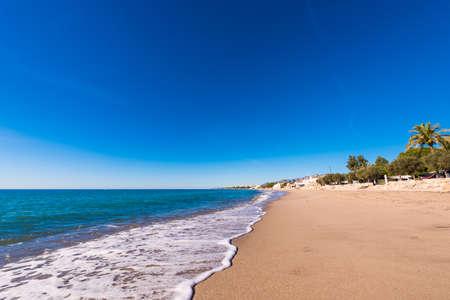 Zandstrand in Miami Platja, Tarragona, Catalunya, Spanje.