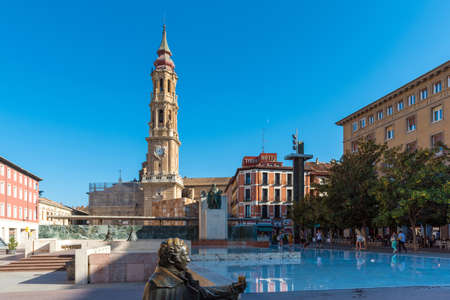 ZARAGOZA, SPAIN - SEPTEMBER 27, 2017: The Cathedral of the Savior or Catedral del Salvador. Copy space for text 에디토리얼