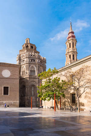 The Cathedral of the Savior or Catedral del Salvador in Zaragoza, Spain. Copy space for text. Vertical Banque d'images - 95805453