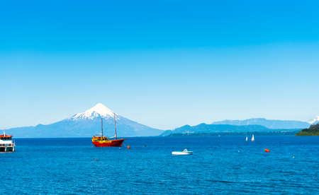Osorno volcano and Llanquihue lake, Parque, Puerto Varas, Chile. Copy space for text 免版税图像