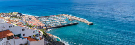 Aerial view of Los Gigantes marina with yachts and boats in Tenerife, Canary islands, Spain, panorama 免版税图像
