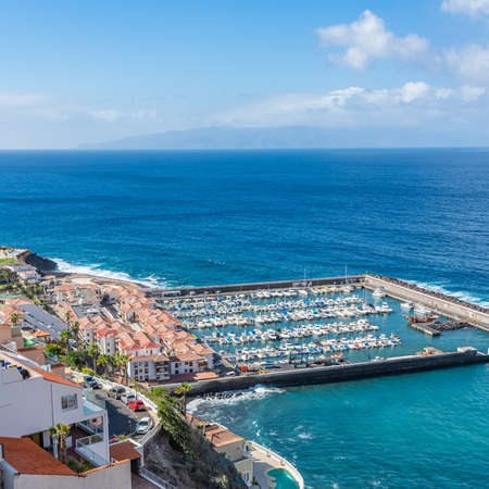 Aerial view of Los Gigantes marina with yachts and boats in Tenerife, Canary islands, Spain 免版税图像