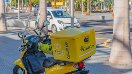 TENERIFE, SPAIN - DECEMBER 2020: Scooters of the postal service correos 新闻类图片