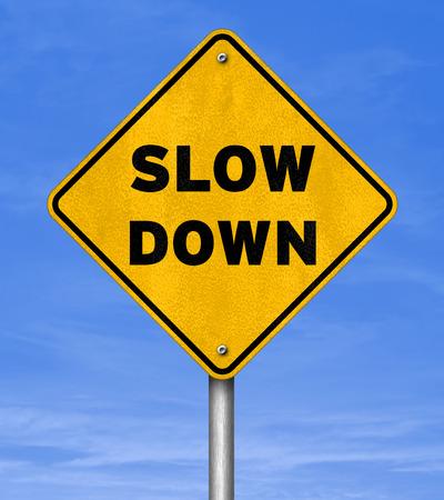 スローダウン - 道路標識のコンセプト
