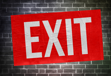 red exit sign Imagens - 109015087