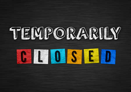 Temporarily closed - chalkboard information 免版税图像