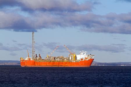 FPSO 석유 생산 선박.