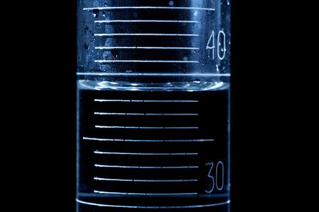 bureta: Lectura de un menisco en un cilindro o bureta graduada.