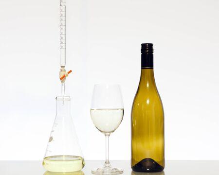 bureta: Valoración de la ciencia de los alimentos del vino