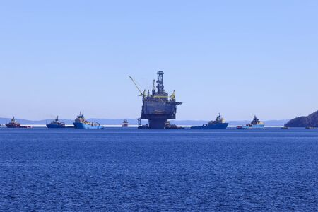 subsea: Oil and gas rig with supply ships