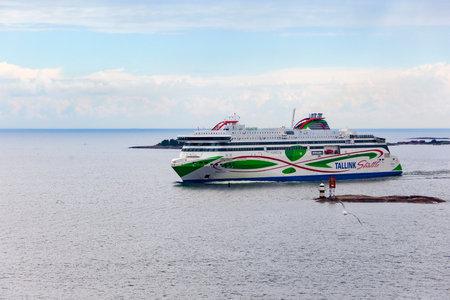 HELSINKI, FINLAND – JULY 5, 2018: A Tallink ferry entering the port of Helsinki, taken on July 5 in Helsinki. Редакционное