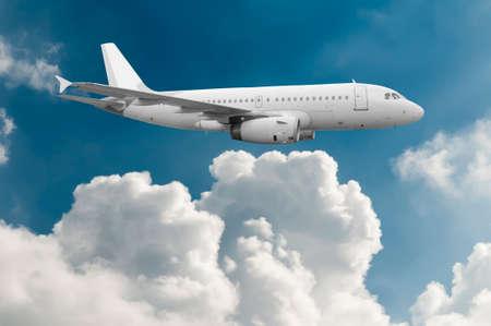 구름 위의 비행기