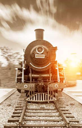 locomotora: accionado vapor del tren de ferrocarril negro de la vendimia